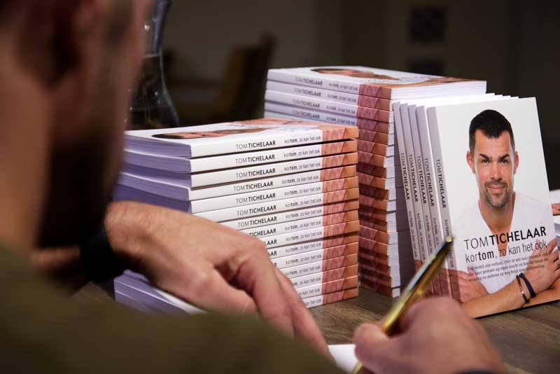 Tom Tichelaar signeert boek in Waanders in de Broeren te Zwolle 1 november 18